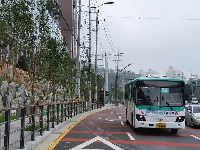 의정부시(시장 안병용)는 8월 18일부터 신곡동 소재 신규 공동주택단지의 대중교통 불편 해소와 을지대학교병원 개원 예정에 따른 시민교통편의를 위해 56번 버스의 신규 운행을 개시한다고 밝혔다.