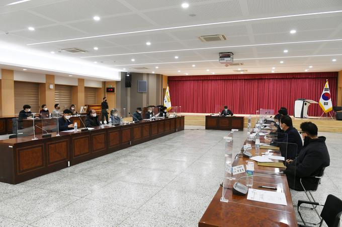 김포시는 지난 1월 20일 김포시청 참여실에서 관계공무원, 전문가, 토지소유자 등이 참석한 가운데 풍무역세권 도시개발사업 보상협의회를 개최하였다고 밝혔다.